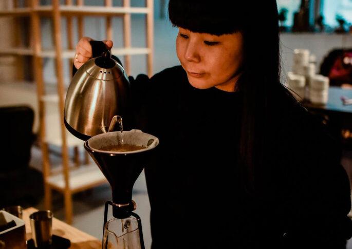 emi fukahori brewing coffe