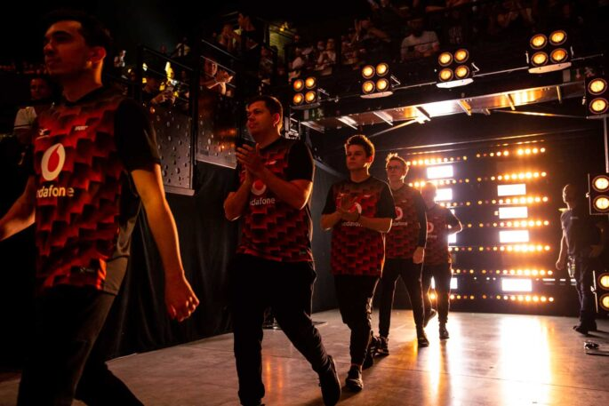 eSports Team enters the stage
