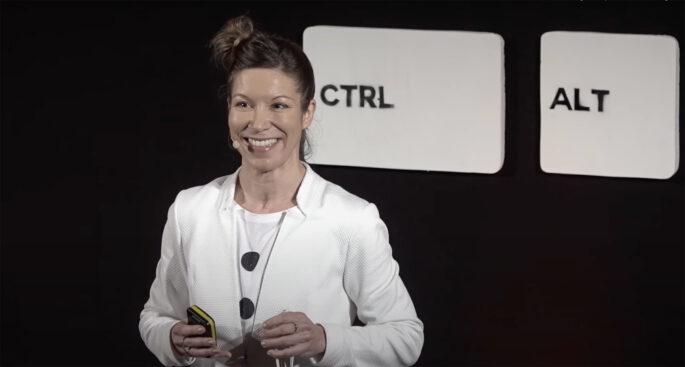 Olga präsentiert bei einem Ted Talk